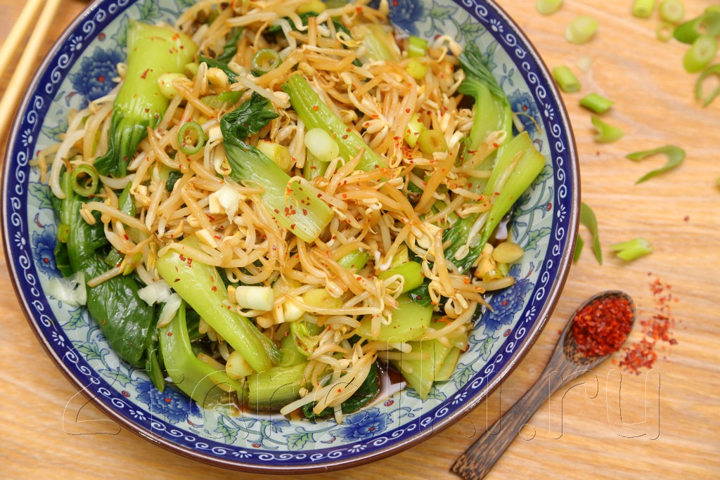 Салат из соевых ростков и бок чой