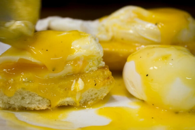 Яйца-пашот с голландским соусом по рецепту Рамзи