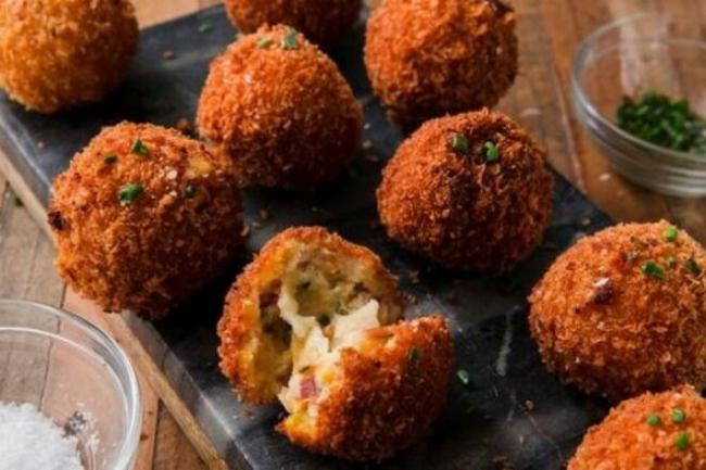 Картофельные шарики с треской и петрушкой
